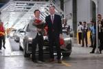 Lô xe Vinfast Lux đầu tiên đến tay khách hàng tại nhà máy