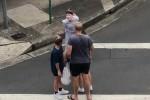 Hai chị em gốc Á bị chửi mang virus đến Australia, nhổ nước bọt lên mặt