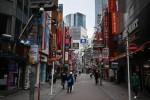 Tokyo và Hong Kong ghi nhận ca nhiễm trong ngày cao chưa từng thấy