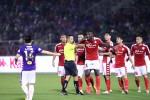 Hình hài kỳ dị của bóng đá Việt Nam