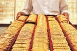 'Cá mập' tung chiêu, giá vàng mất ngay 4,5 triệu đồng/lượng