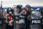 Cảnh sát Myanmar bị tố dùng súng máy bắn người biểu tình