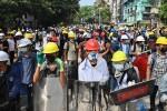 Người Myanmar tiếp tục biểu tình sau 'ngày đẫm máu nhất'
