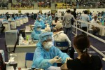 Chiến dịch tiêm vắc-xin lớn nhất: Phải an toàn và minh bạch