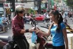 Dân Sài Gòn bắt đầu đổ xô mua cá chép phóng sinh