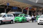 Taxi truyền thống đòi giảm thuế cho bằng Uber, Grab tại VN