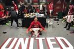 'Ibrahimovic đang làm chủ phòng thay đồ MU'