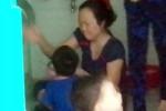 Nhiều bé tại điểm giữ trẻ Sài Gòn bị 'tra tấn' khi ăn