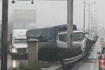 Tai nạn liên hoàn, xe container rơi cắm đầu xuống chân cầu