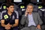 Mourinho bị chỉ trích thậm tệ vì bỏ vào đường hầm sớm