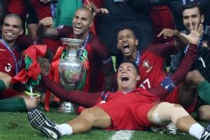 Cristiano Ronaldo trở thành cầu thủ hay nhất Bồ Đào Nha