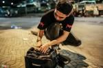 Diễn viên 'Bụi đời chợ Lớn' cắt tóc cho người nghèo giữa đêm khuya