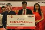 Người Hà Nội trúng 43 tỷ đến nhận giải