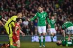Bale bị mắng là 'thằng hèn' vì suýt làm O'Shea gãy chân