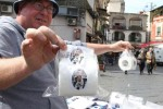 CĐV Napoli bán giấy vệ sinh dán mặt 'kẻ phản bội' Higuain