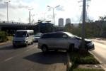 Hàng loạt ôtô gặp nạn vì vết dầu loang trên đường Sài Gòn