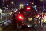 Ford Escape tông liên hoàn trên cầu vượt