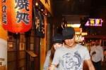 Quách Phú Thành đưa vợ trẻ đi ăn tối bằng siêu xe