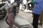 Đốt xe máy cạnh bốt CSGT
