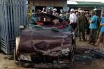 Sáu người thoát chết trên ôtô biến dạng
