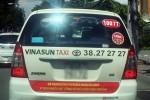 Tài xế Vinasun gọi nhau gỡ bỏ khẩu hiệu phản đối Uber, Grab