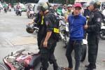 Cảnh sát cơ động bắt nóng nghi phạm cướp giật ở Sài Gòn