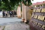 Dân kéo đến UBND huyện đòi giải quyết tình trạng côn đồ hoành hành