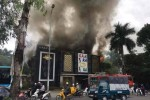 Quán karaoke lớn chìm trong khói lửa ở Linh Đàm