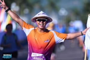 Bốn runner chạy half marathon trong nhà