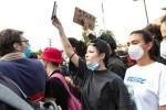 Halsey trúng đạn cao su khi biểu tình